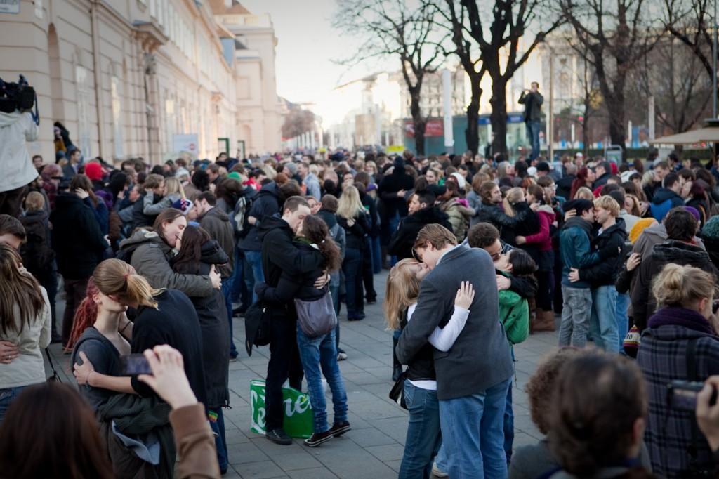 Schmusen-Flashmob_Wien_Chris